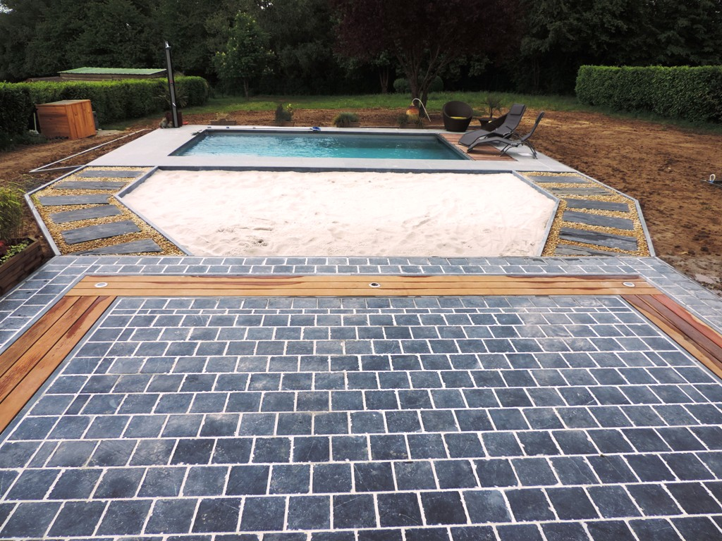 1 Terrasse - Pierre bleue et bois - Plage - Pas japonais - Eclairage - Piscine - Aménagement extérieur - Laurent Hubert