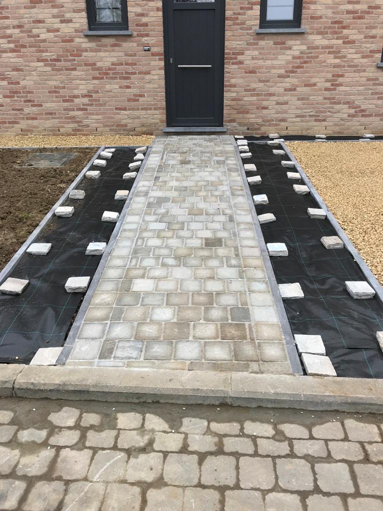 10 Pavage - Devanture - Kandla Grey - Bordure pierre bleue - Aménagement extérieur - Laurent Hubert