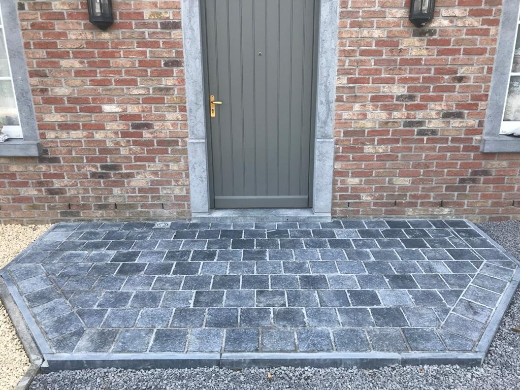 13 Pavage - pierre bleue - Perron - Terrasse - Honed Antic - Aménagement extérieur - Laurent Hubert